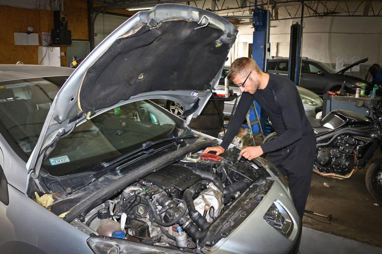 Elektromechanik, mechanik samochodowy, cieśla czy technik programista. To tylko część z listy 42 zawodów, na które w najbliższych latach będzie największe