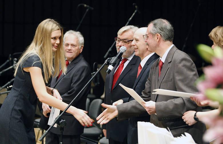 Gala wręczenia dyplomów absolwentom Uniwersytetu Medycznego w Łodzi [ZDJĘCIA]