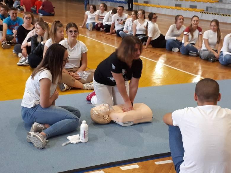 Libiąż. 300 osób uczestniczyło w akcji udzielania pierwszej pomocy w Zespole Szkół w Libiążu [ZDJĘCIA]