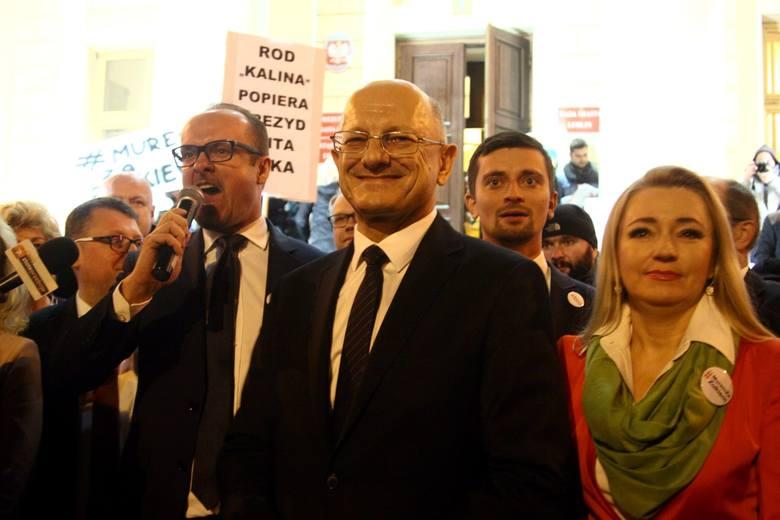"""""""Murem za Żukiem"""". Listopadowa akcja poparcia dla prezydenta Krzysztofa Żuka, któremu CBA zarzuca złamanie ustawy antykorupcyjnej"""