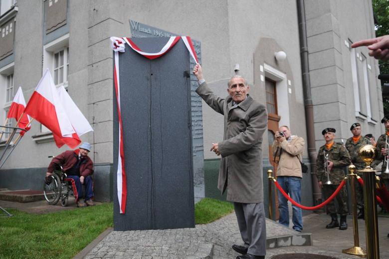 Pomnik odsłonił Krzysztof Donabidowicz.