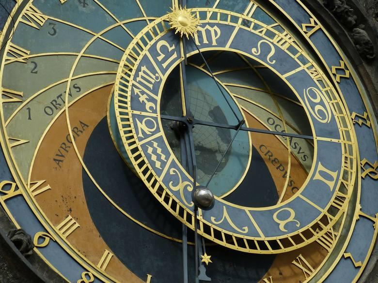 Horoskop dzienny na środę, 10 października 2018. Horoskop na dziś, środę 10.10.2018 roku. Horoskop dzienny na środę. Znaki zodiaku pomogą Ci przygotować