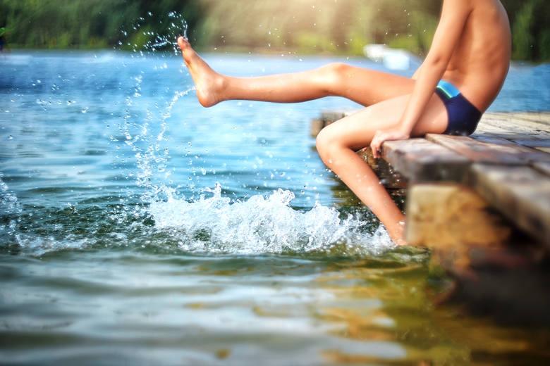 Jezioro, dmuchany materac, plaża i wysoka temperatura. Widzicie to już oczami wyobraźni? Przygotujcie się jednak na to, że wymarzony relaks może się