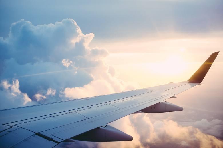 Pojawiające się nowe, długie trasy samolotów skracają czas podróży ze względu na brak konieczności przesiadek. Dalekie dystanse pokonywane przez samoloty