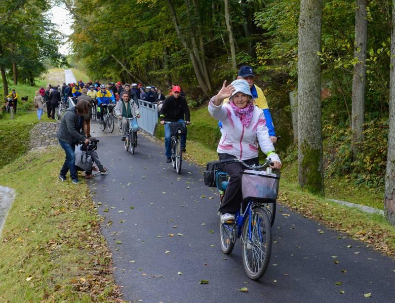 3. Ścieżka Rowerowa Toruń – UnisławTrasa rowerowa licząca w sumie 22 km Po drodze przejeżdżamy przez miejscowości: Łubianka - Wybcz Trasa poprowadzona