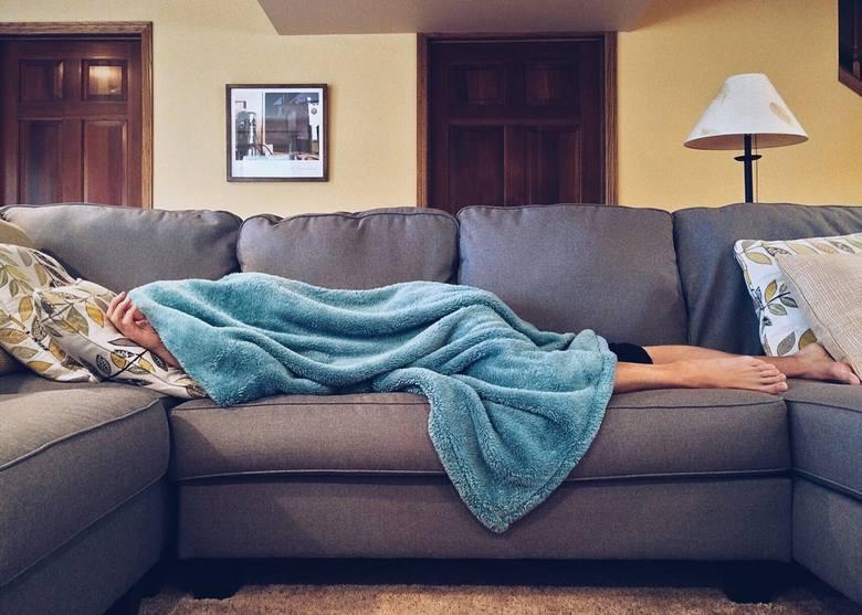 Kwarantanna i izolacja domowa to terminy, które zna każdy w czasie pandemii koronawirusa w Polsce. GIS wprowadza nowe zasady. Część procedur zostaje