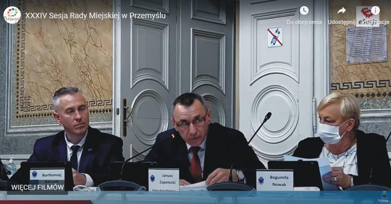 Wniosek o odwołanie przewodniczącej i wiceprzewodniczącego Rady Miejskiej w Przemyślu, w imieniu klubów opozycyjnych złożył Janusz Zapotocki, szef klubu