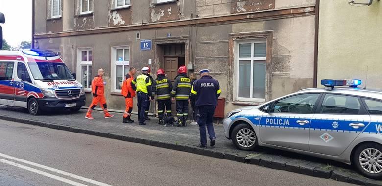 W piątek około godz 11 w jednej z kamienic na ul. Piłsudskiego w Białogardzie doszło do zawalenia się stropu w mieszkaniu na pierwszym piętrze. Na szczęście