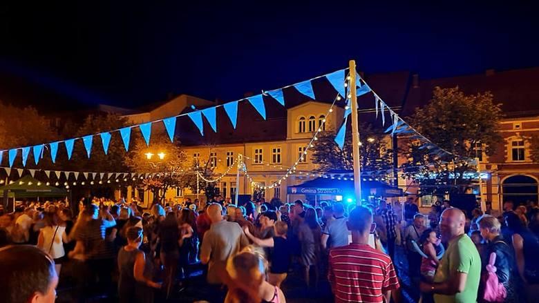 Pożegnanie lata na Rynku Miejskim było w sobotę 31 sierpnia. Zaczęło się od 18.00 atrakcjami dla dzieci. Ostatnia w tym roku letnia potańcówka z muzyką