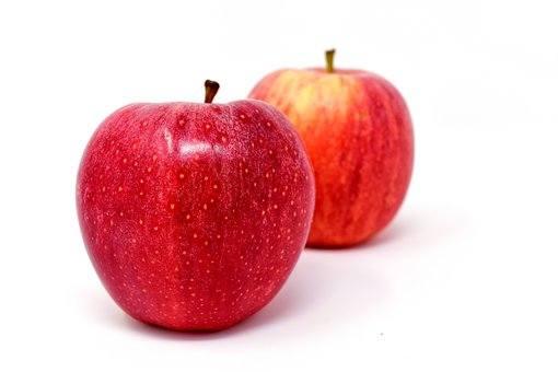 Amerykańska organizacja non-profit Environmental Working Group (EWG) rokrocznie publikuje ranking produktów, zawierających najwięcej pestycydów – tzw.