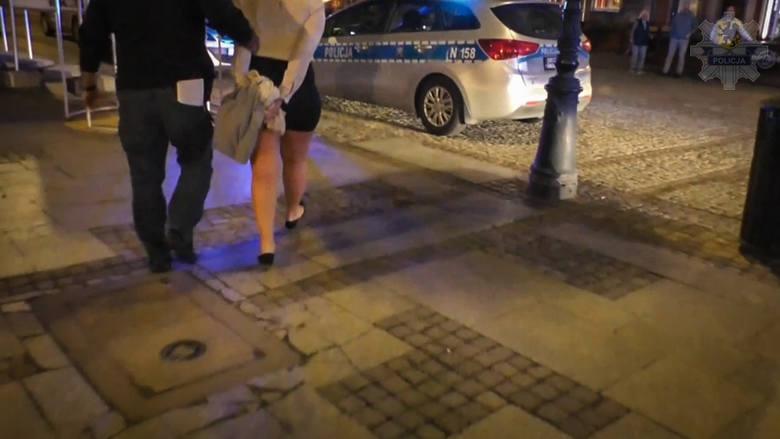 """Skandal po wizycie amerykańskich pilotów wojskowych w klubie ze striptizem. Rachunki na dziesiątki tysięcy złotych i """"wyłączenie ze służby"""""""