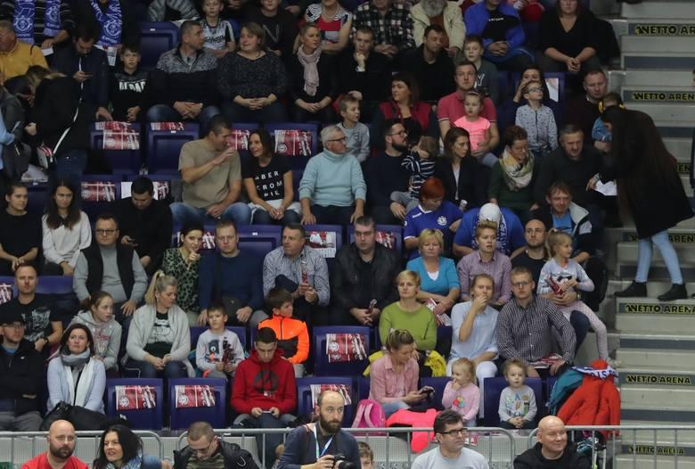 Stocznia Szczecin pokonała Czarnych Radom 3:1 w 8. kolejce spotkań siatkarskiej ekstraklasy. Hitowe spotkanie oglądało w Netto Arenie kilka tysięcy