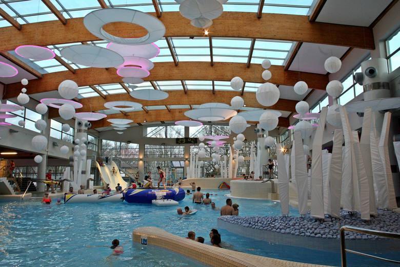 Sprawdziliśmy, na jakie baseny w województwie kujawsko-pomorskim warto się wybrać. W zestawieniu umieściliśmy opisy, ceny, godziny pracy i adresy 10