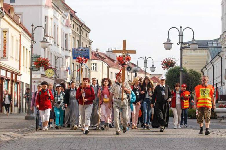 Pielgrzymi wyruszyli z Rzeszowa do Lwowa [WIDEO, ZDJĘCIA]
