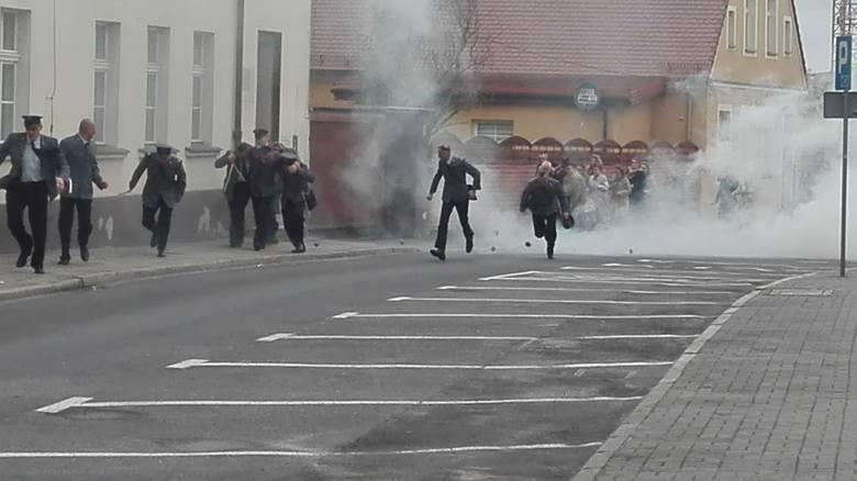"""Zdjęcia z planu filmu """"Wydarzenia Zielonogórskie 1960"""". Ulice Zielonej Góry."""