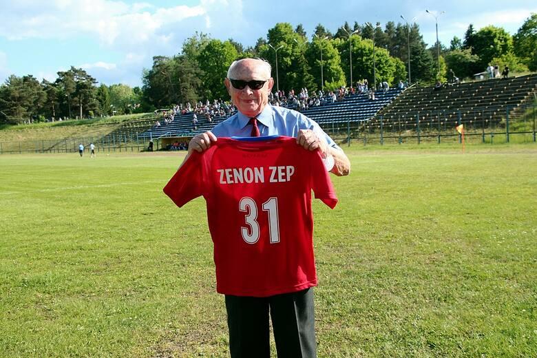 W kolejnych, już 51., derbach piłkarskich Granat Skarżysko-Kamienna – Orlicz Suchedniów padł bezbramkowy remis. Na boisku nie było zbyt ciekawie, ale