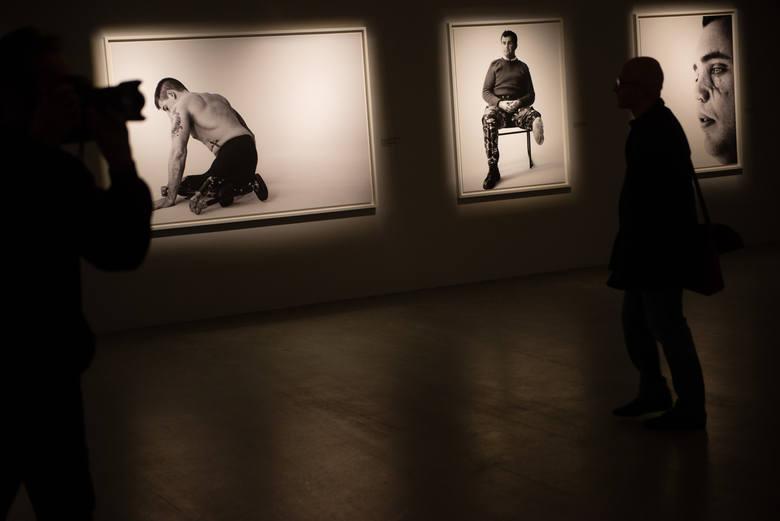Bryan Adams uwiecznił na swoich zdjęciach piętno wojny.