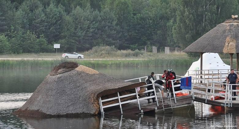 Mieszkańcy i turyści mogą nadal korzystać z uroków siemiatyckiego akwenu. Ale obowiązuje zakaz korzystania z deszczochronów.