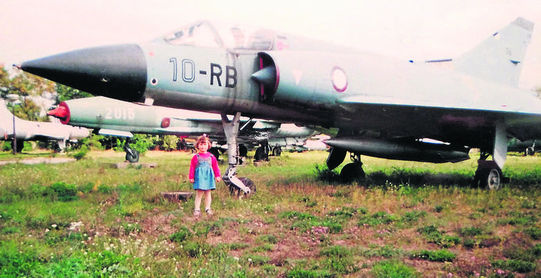 Zdjęcia z rodzinnego albumu najlepiej świadczą, że fascynacja lotnictwem nie jest dla Oli niczym nowym.