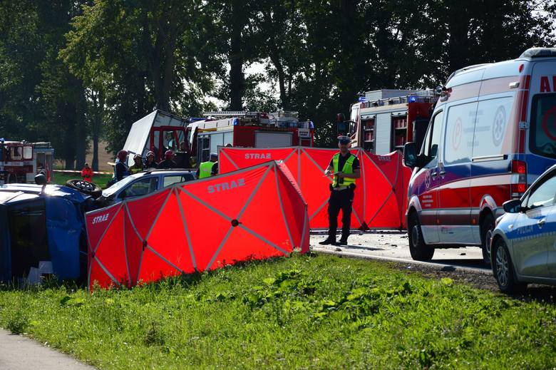"""Tragiczny wypadek na """"11"""" koło Koszalina. Nie żyją dwie osoby [NOWE FAKTY, ZDJĘCIA, WIDEO] 26.08.2019"""