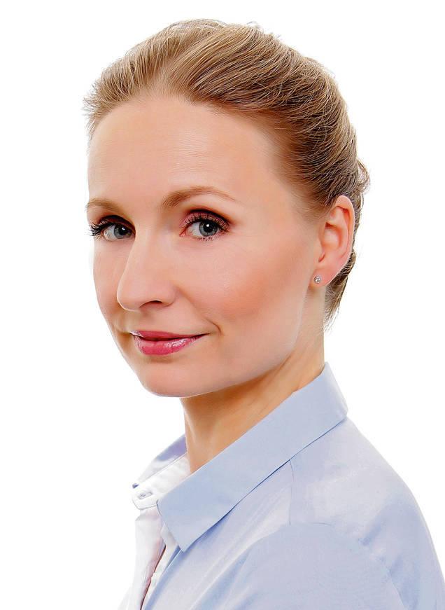 """<strong>Brygida Grysiak-Ciesiołkiewicz dziennikarka</strong><br /> (...) aby oczy moje były miłosierne, bym nigdy nie podejrzewała i nie sądziła według zewnętrznych pozorów, ale upatrywała to, co piękne w duszach bliźnich i przychodziła im z pomocą… - św. Faustyna, """"Dzienniczek""""."""