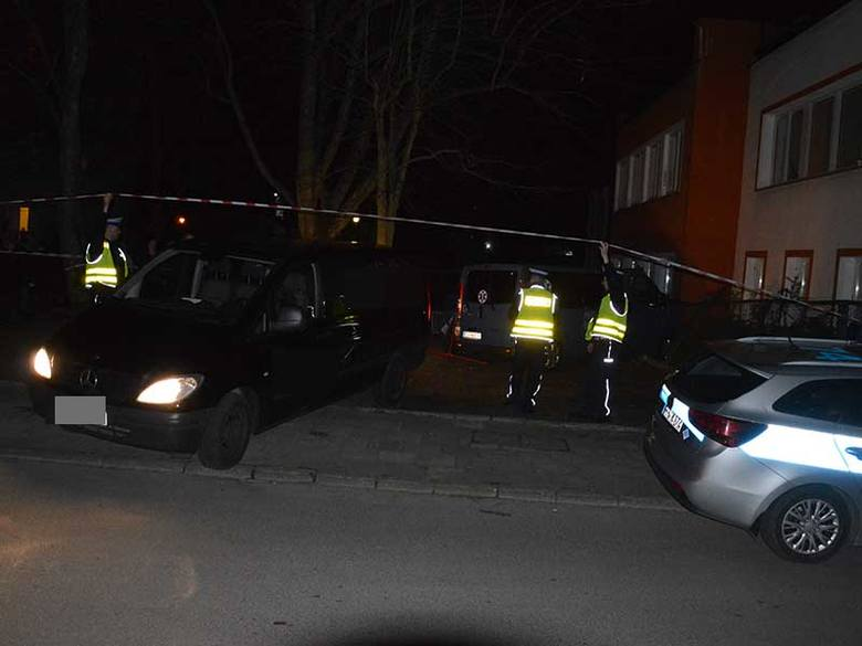 Do śmiertelnego wypadku doszło w poniedziałek około godziny 20 na ulicy Projektantów w Koszalinie. Kierowca ranult trafic z niewyjaśnionych jeszcze przyczyn