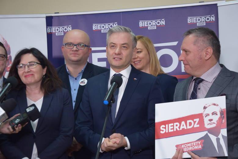 Wybory 2020. Robert Biedroń odwiedził Sieradz. Mówił o klimacie i Chinach (ZDJĘCIA)