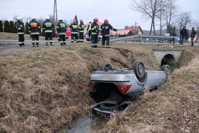 Do wypadku doszło w środę na drodze wojewódzkiej nr 884 w Ruszelczycach (gm. Krzywcza) koło Przemyśla.- Kierujący fordem jadąc w kierunku Przemyśla,