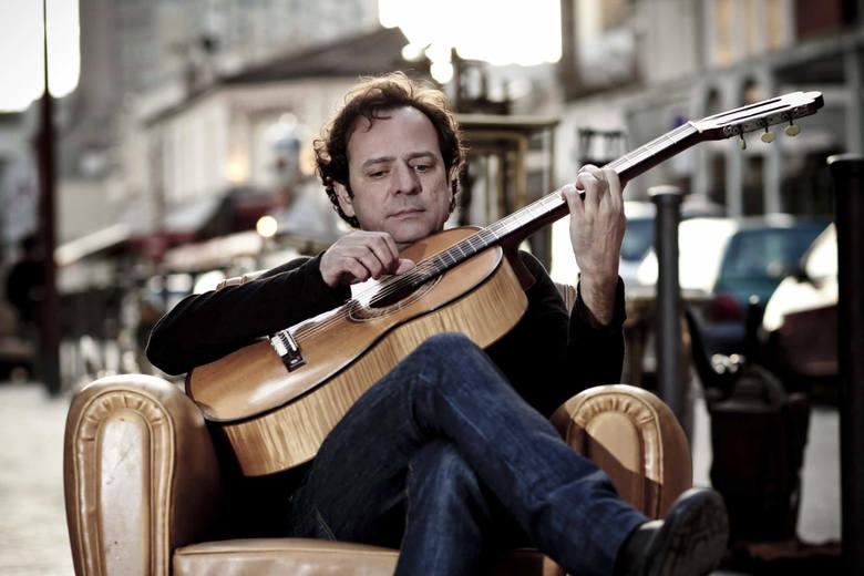 Marcio Faraco od dziecka grał na gitarze, już jako nastolatek pisał piosenki i  śpiewał je w Rio de Janeiro. Podróże zawiodły go ostatecznie do Fran