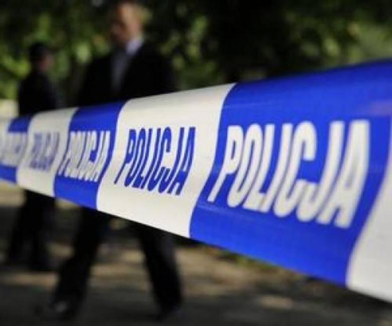 Do brutalnego zabójstwa 60-letniej kobiety doszło w miejscowości Dziedno niedaleko podbydgoskiego Mąkowarska. Do sprawy aresztowano 31-letniego syna