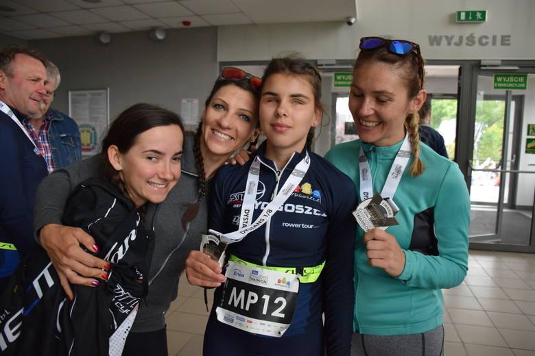 Triathloniści m.in. KSN Łuczniczka Bydgoszcz, którzy pokonali swoje słabości i walczyli w mistrzostwach Polski 2019 niewidomych i słabowidzących.