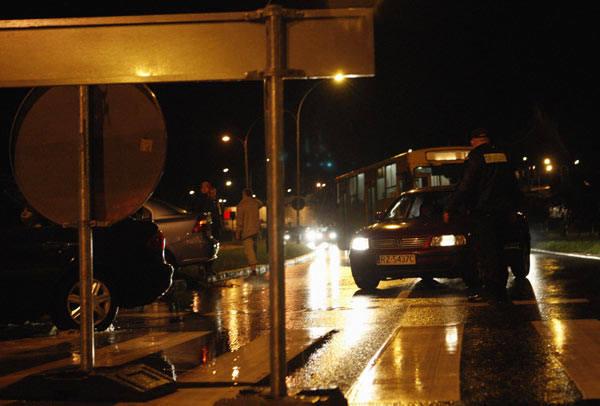 Zalana obwodnica w RzeszowieUlewny deszcz spowodowal podtopienia na obwodnicy Rzeszowa. Policja zamknela cześc ulicy.
