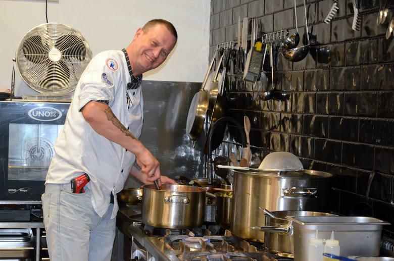 Kevin Aiston, Anglik, swego czasu najsłynniejszy strażak w Polsce, w Mielcu mieszka już półtora roku. I postanowił tu otworzyć własną restaurację.