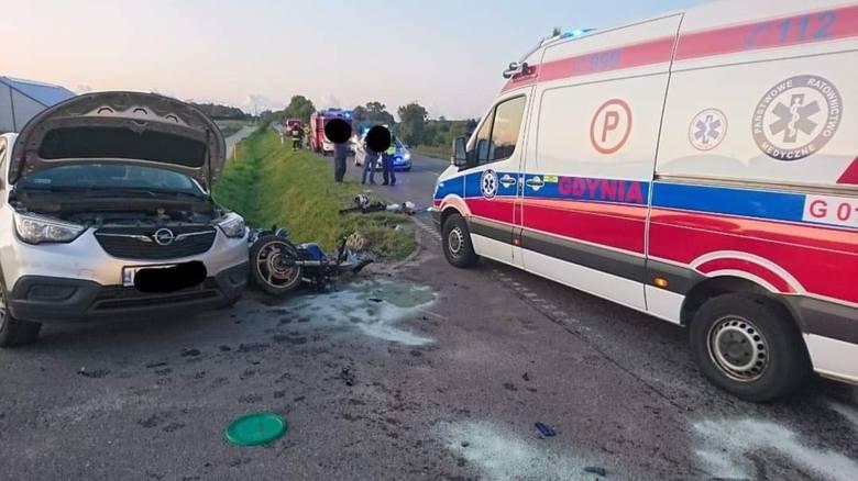 Śmiertelny wypadek w Dobrzewinie. Samochód osobowy zderzył się z motocyklem. Nie żyje kierowca jednośladu