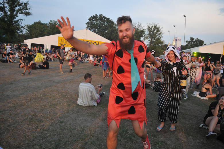 W środę, 1 sierpnia, na terenie PolAndRock Festiwalu miała miejsce parada przebierańców. Skrzyknęli się za pomocą facebooka, spotkali w Pokojowej Wiosce