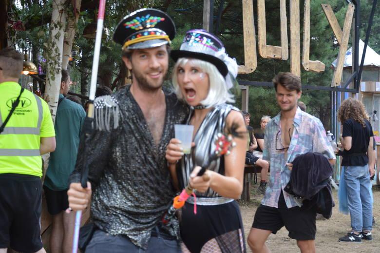 Od 1 do 5 sierpnia 10 tysięcy ludzi z całego świata bawi się na Garbicz Festivalu w Garbiczu (gm. Torzym). Poprzebierani, kolorowi ludzie uśmiechają