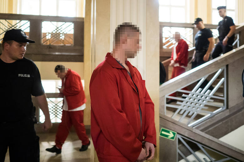 W środę (5 września) w Sądzie Okręgowym w Łodzi miał rozpocząć się proces trzech mężczyzn oskarżonych m.in. o gwałt zbiorowy popełniony ze szczególnym