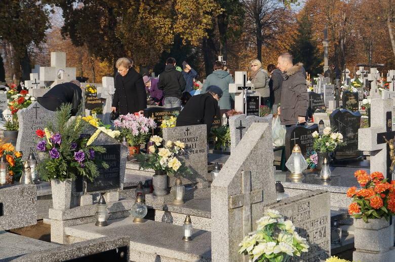 Do 2 listopada obowiązywać będą zmienione zasady ruchu pojazdów przy inowrocławskich cmentarzach