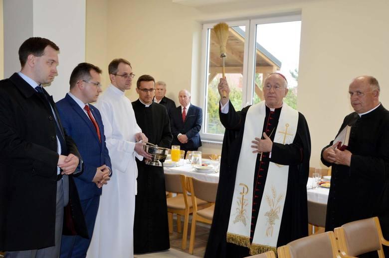 Wojewoda łódzki wydał pozwolenie na całodobową opiekę w domu starców w Łowiczu [ZDJĘCIA]