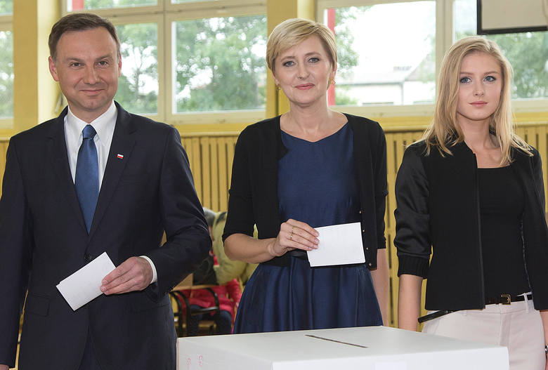 Agata i Andrzej Dudowie: z bloku prosto do pałacu prezydenckiego [WIDEO, ZDJĘCIA]