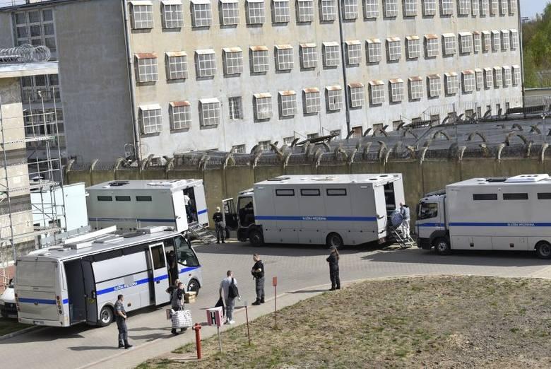 Stu trzydziestu sześciu pensjonariuszy aresztów śledczych i więzień z całej Polski przyjechali wczoraj do łódzkiego Aresztu Śledczego. Łódzka jednostka