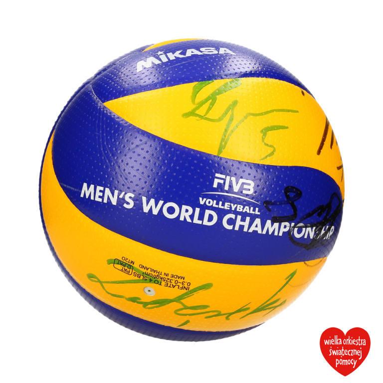 Podpisana przez zawodników piłka z turnieju, na którym polscy siatkarze sięgnęli po mistrzostwo świata.<br /> <br /> Obecna cena: 405 zł<br /> <strong><a href=