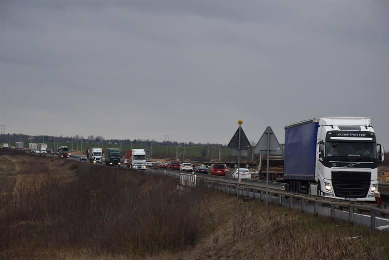 DK1 pod Częstochową zablokowana. Protestujący wyjechali z ciężkim sprzętem