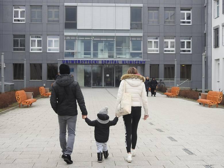 Ponad 60 położnych z USK Białystok jest na zwolnieniach. Dyrektor może zamknąć oddział neonatologii