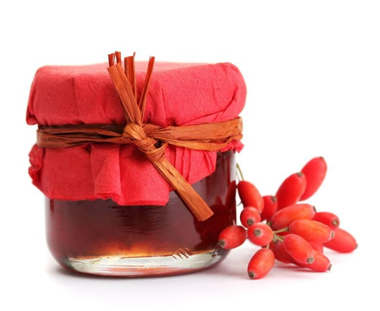 Z owoców berberysu można zrobić domowe przetwory, np. dżem.