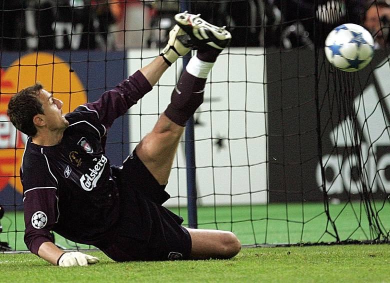 Szalenie długo numerem jeden na liście najdroższych Polaków pozostawał Dudek, który w 2001 roku zamienił Holandię na Anglię. Zdążył zdobyć Ligę Mistrzów,