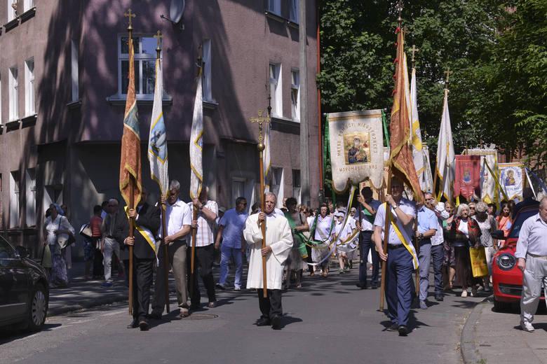 Procesja przeszła od kościoła Mariackiego do parafii kościoła Najświętszego Serca Jezusowego przy ulicy Armii Krajowej. W procesji uczestniczyło kilkuset