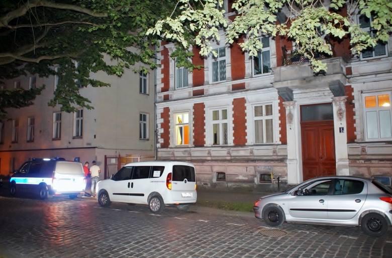 Do napadu rozbójniczego doszło wczoraj, w godzinach nocnych w Słupsku przy ul. Szarych Szeregów. O sprawie poinformował nas jeden z Internautów. Według