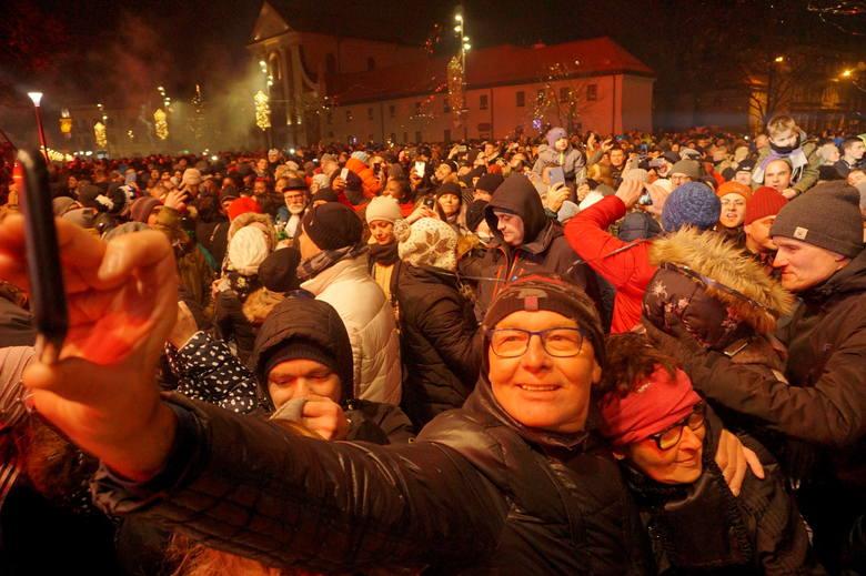 Sylwester w Lublinie. Tak powitaliśmy 2020 rok! Zobacz zdjęcia z placu Litewskiego