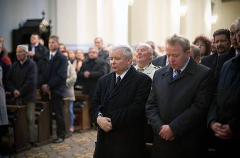 Jarosław Kaczyński wziął udział w mszy św. w intencji zamordowanego przed łódzkim biurem partii Marka Rosiaka. Nabożeństwo odprawiono w kościele p.w. Podwyższenia Krzyża Świętego przy ul. Sienkiewicza 38